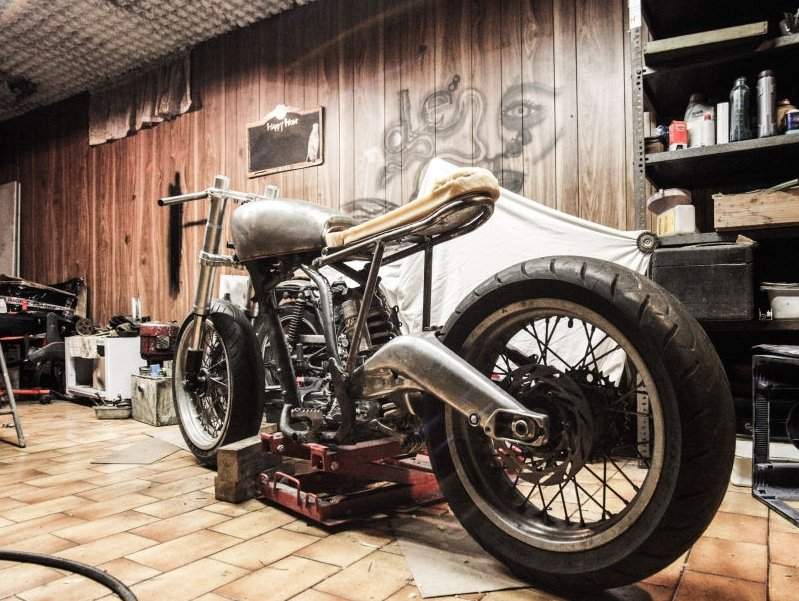 A garage remodeling to motorbike customize