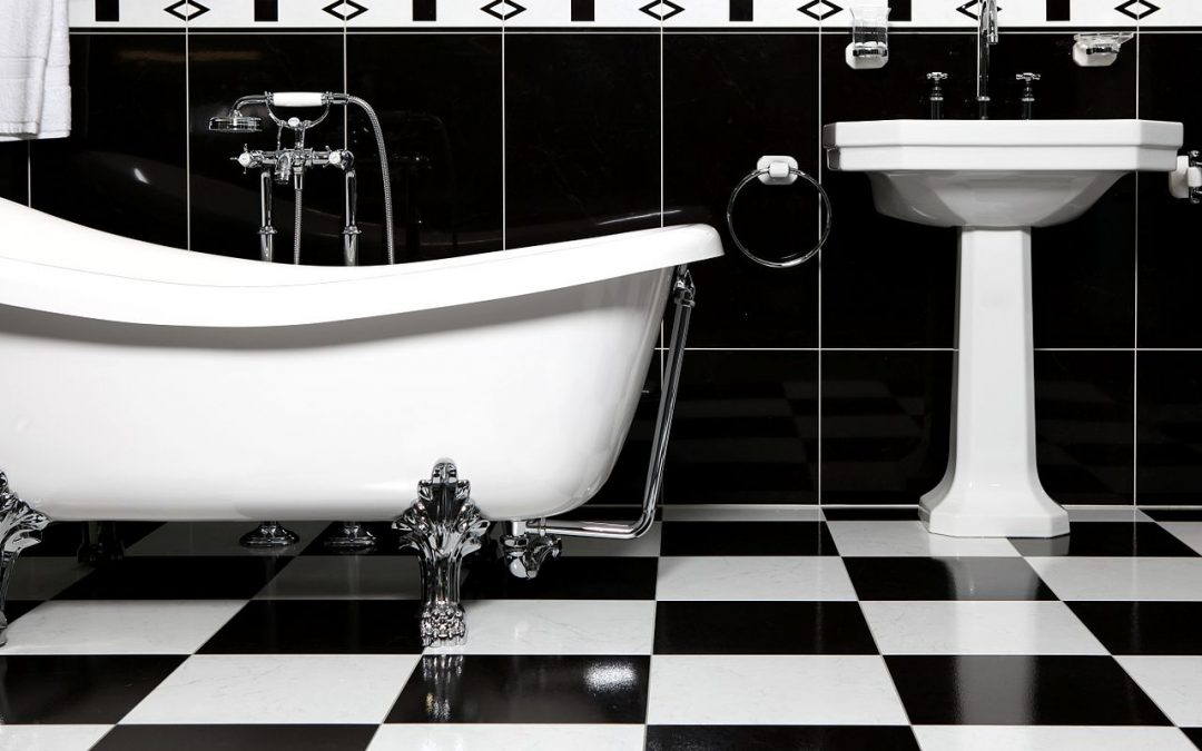Tips for choosing a bathroom tile, blach and white tiles combined with a nostalgic bathtub