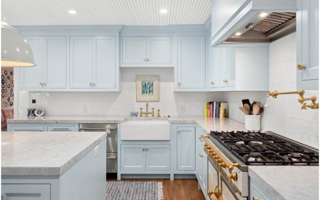 A colorfull kitchen will bring you happiness.